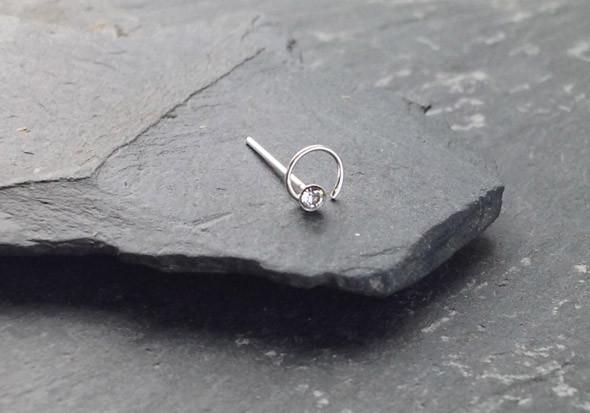 piercing nez argent spirale et pierre blanc pas cher aia piercing. Black Bedroom Furniture Sets. Home Design Ideas