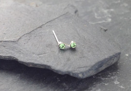 Piercing nez S deux pierres - vert clair