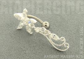 Piercing nombril argent fleur et arabesque blanc
