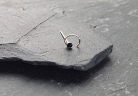 Piercing nez spirale et pierre - noir