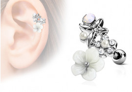 Piercing cartilage, hélix fleurs et perles acier