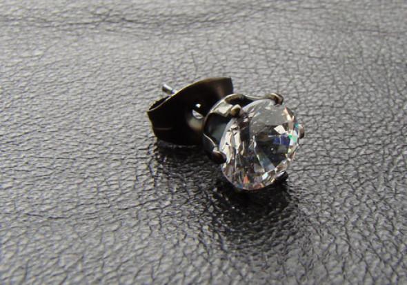 Boucle d'oreille Cristal blanc 6mm griffé acier noir